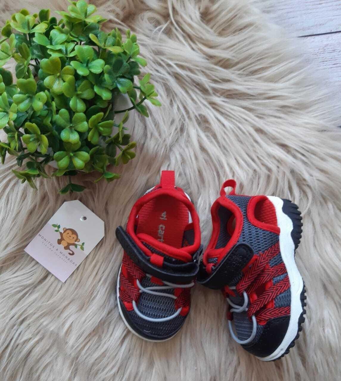 Zapatos Carters azules y rojos, Talla 4us