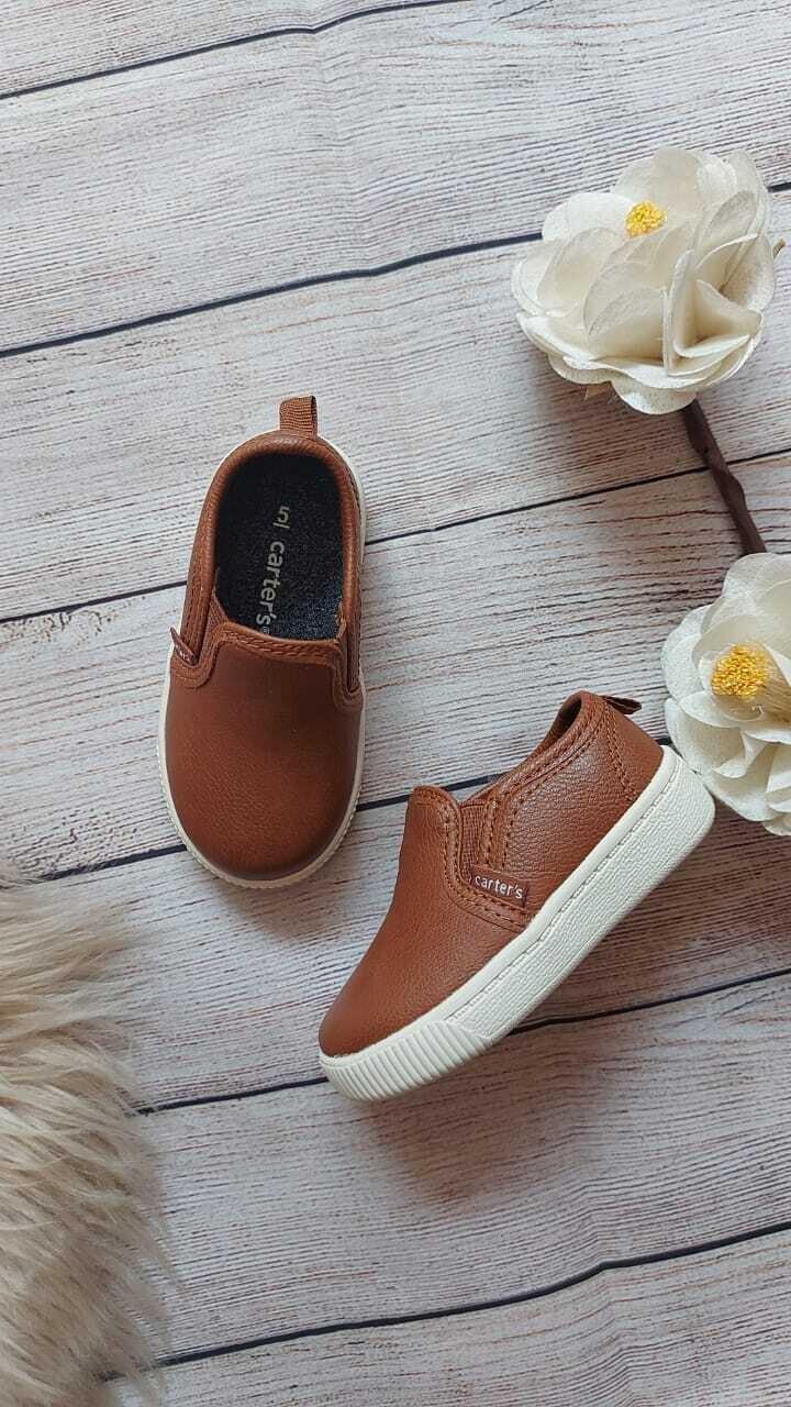 Zapatos casuales Carter's, color café, talla 5us