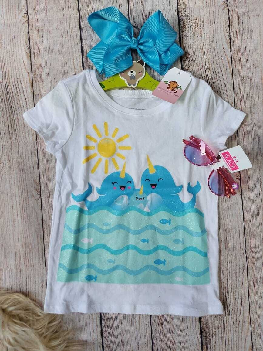 Camiseta Children's Place blanca con ballenitas, 3 y 4T