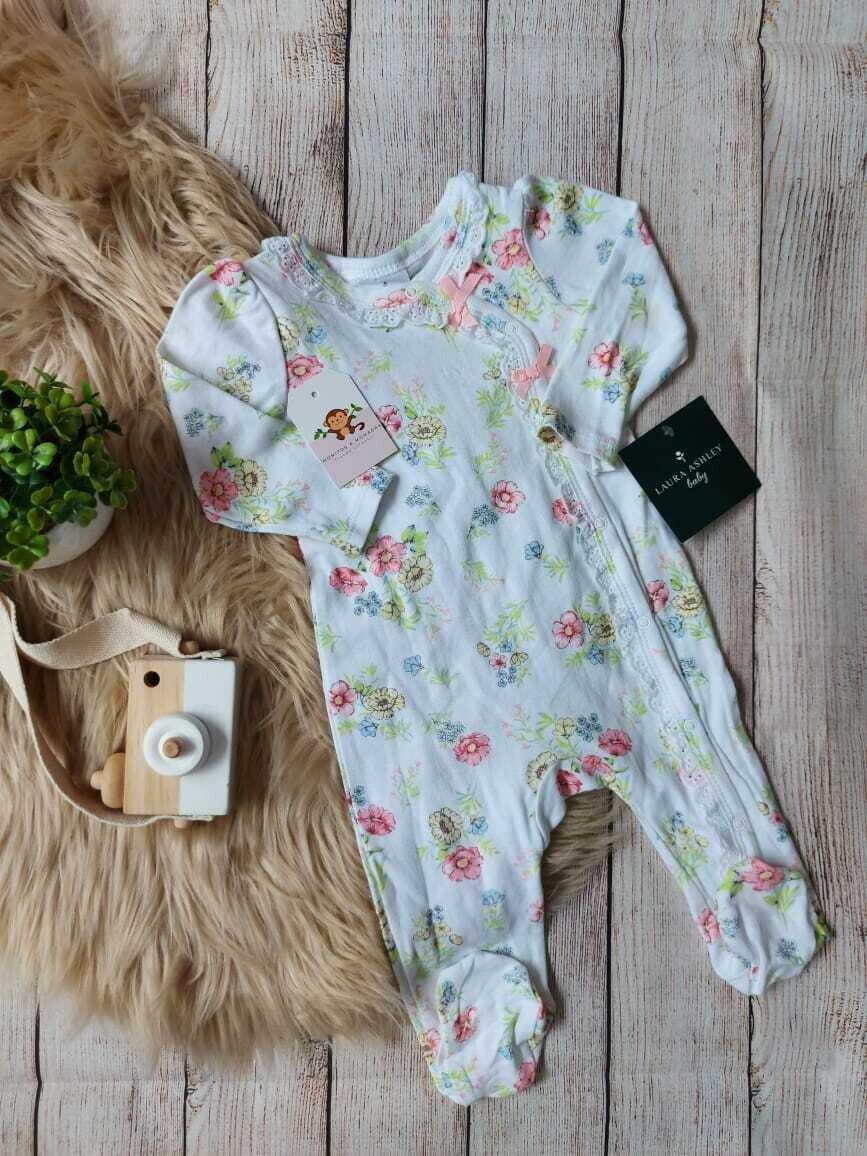 Monito blanco con flores, Laura Ashley, 3 a 6 meses