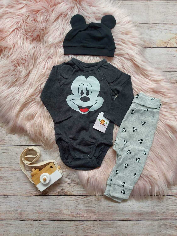 Set 3 piezas Disney, pantalón gris + bodysuit tipo abrigo de Mickey + gorrito, 1 a 2m y 2 a 4m