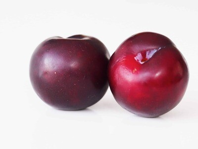 Plums, Red - 1/2 Pound