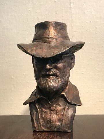 Byste, Sculpture in bronz «Sir Terry Pratchett»