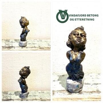 Vindafjord Betong Og Etteretning Skulptur I Resin Og Betong, Kvinne I Kjole