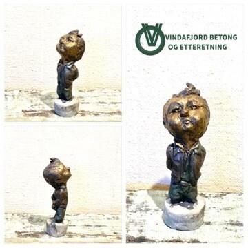 Vindafjord Betong Og Etteretning Skulptur I Resin Og Betong, Ung Mann