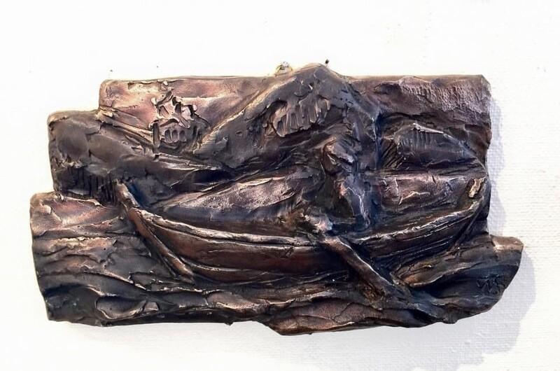 Bronserelief av Oselvar med ein som ror