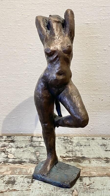 Kvinnefigur I Bronse