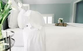 Comphy Queen White Sheet Set