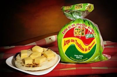 Arepas con Trocitos de queso x 6 Un.