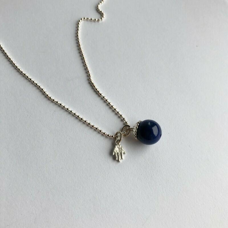 Vedhæng Perle af Lapis Lazuli med Fin Lille Hånd Sterlingsølv. Fra