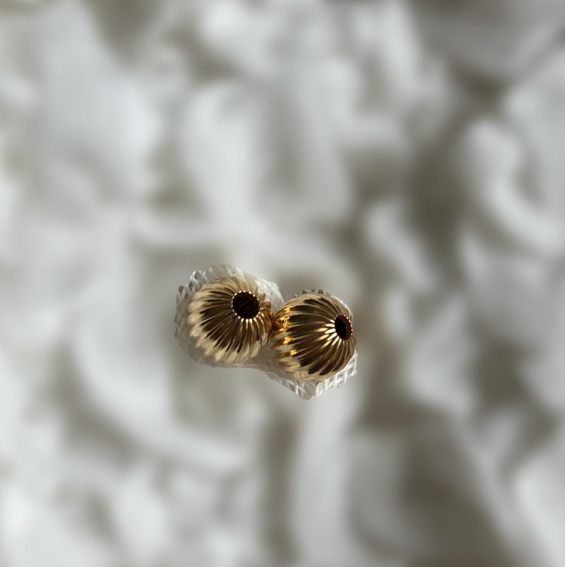 8 mm Rilled rund guld double perle. 2 stk. pr pose
