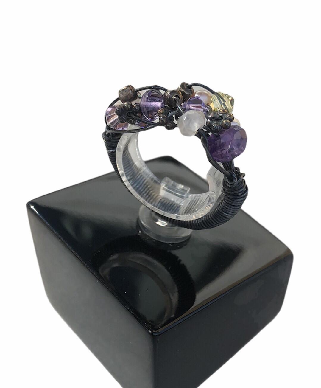 Håndlavet fingerring I oxyderet sterlingsølv Med Sten og perler