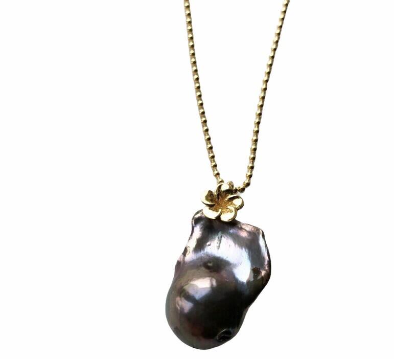 Unika Perlevedhæng med forgyldt sterlingsølv Fra