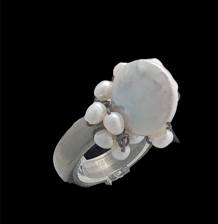 Fingerring I Titan Med Ferskvandsperler