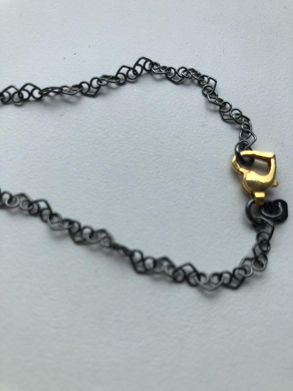 Halskæde i oxyderet Hjertekæde med Forgyldt Hjertelås. Sterlingsølv 925s Fra