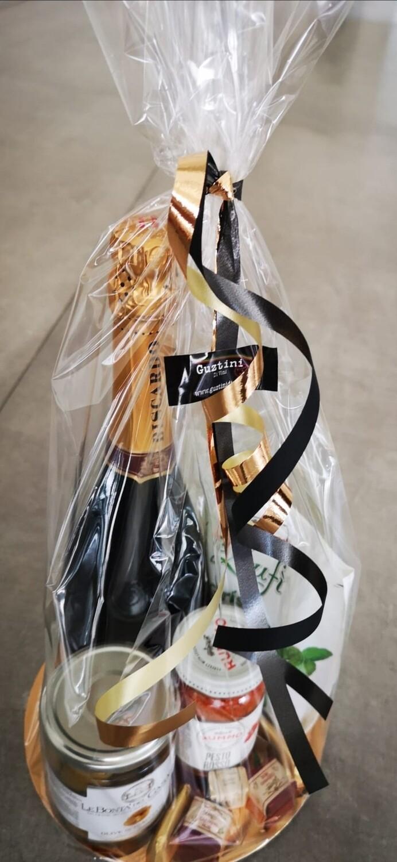 Apero pakket:  Spumante 75cl, olijven, pesto rosso, grissini, dolci