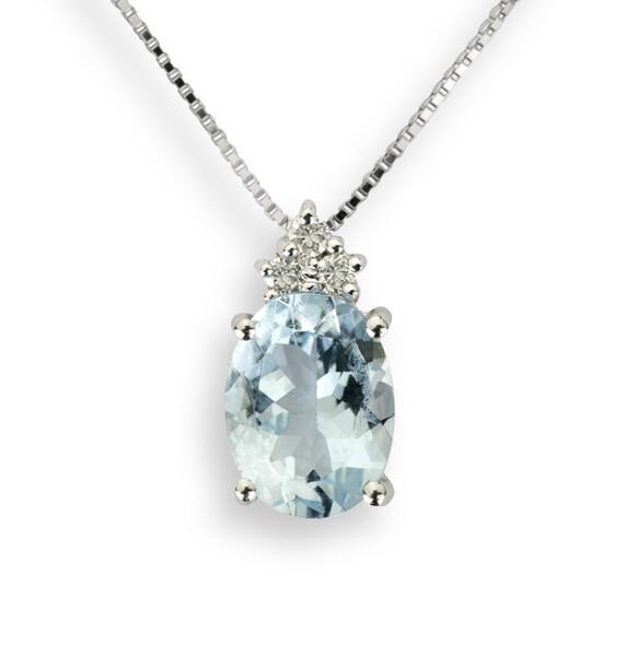 GIROCOLLO in oro bianco con acquamarina taglio ovale e diamanti