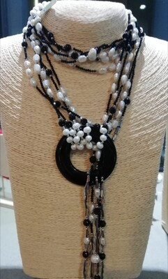 Collana lunga con onice nero, perle di fiume e argento