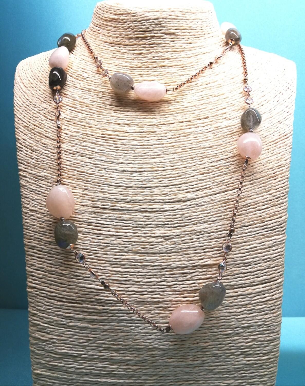 Collana lunga in argento rosè con quarzo rosa e grigio