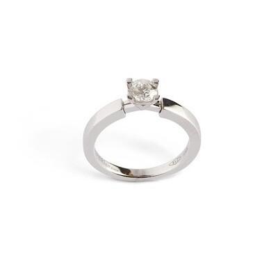 Anello solitario con dettaglio «A» in oro bianco con diamante