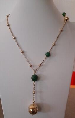 Collana con sfere in bronzo dorato e agata verde
