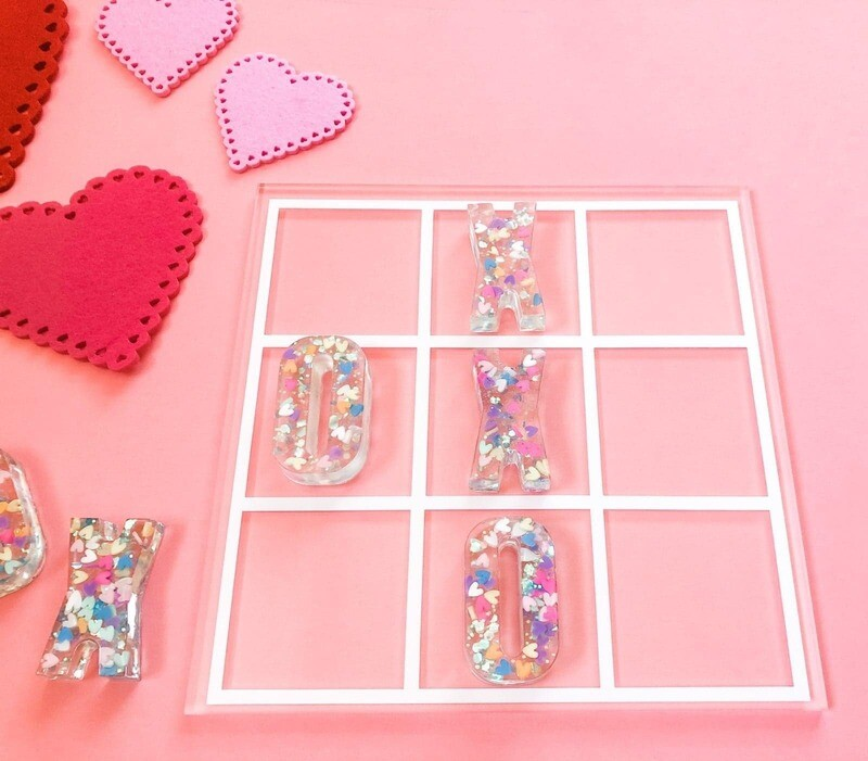 Love Spark Tic Tac Toe Resin Set (pink resin pieces)