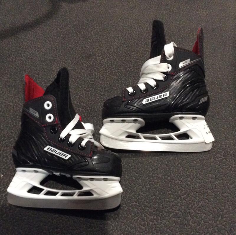 8 Y Bauer NS Used Hockey Skates Size YTH 8