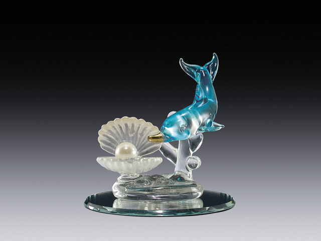 DOLPHIN W/PEARL AND SHELL