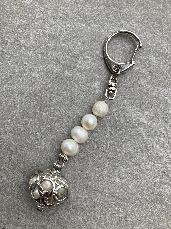 Taschenschmuck Perlenherz