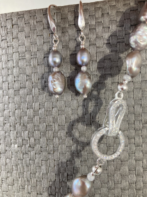 Collier Perlen silbergrau