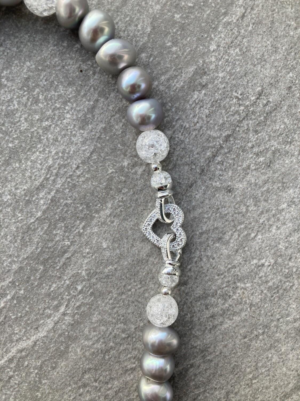 Collier Perlen Silbergrau mit Swarovski Herz