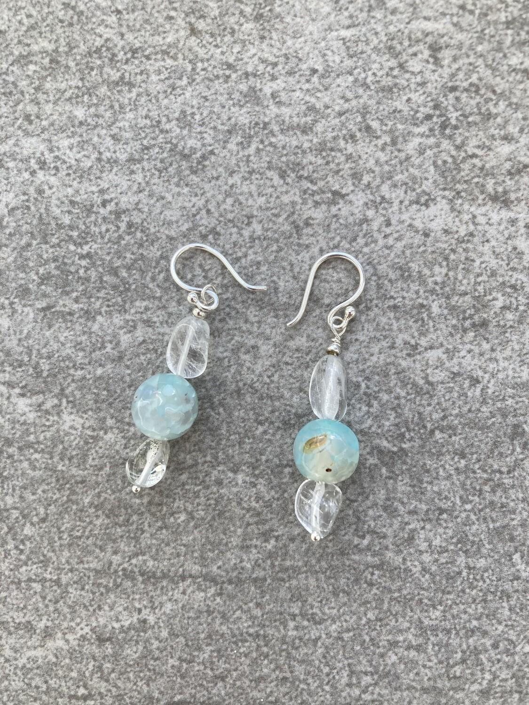 Ohrhänger Achat hellblau mit Bergkristall