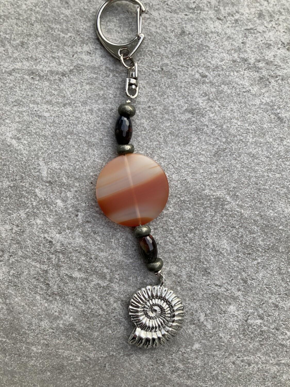 Taschenschmuck Ammonit mit Achat und Pyrit
