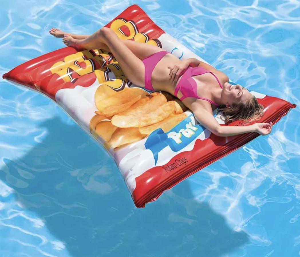 Matelas gonflable paquet de chips