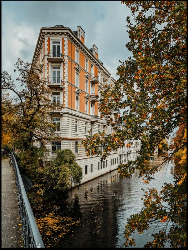 Poster - Hamburger Eckhaus im Herbst
