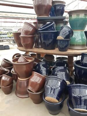 Rimmed Pot