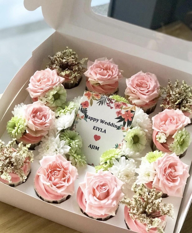 Garden Rose Cupcake Box With Card