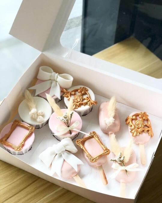 Rose Gold Cupcake Cakesicle Set