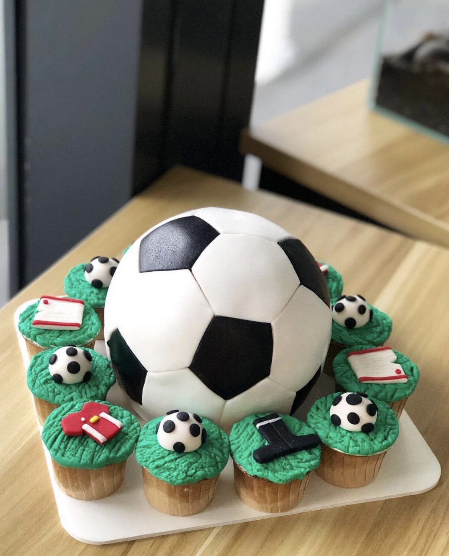 Football Cupcakes Or Piñata Set