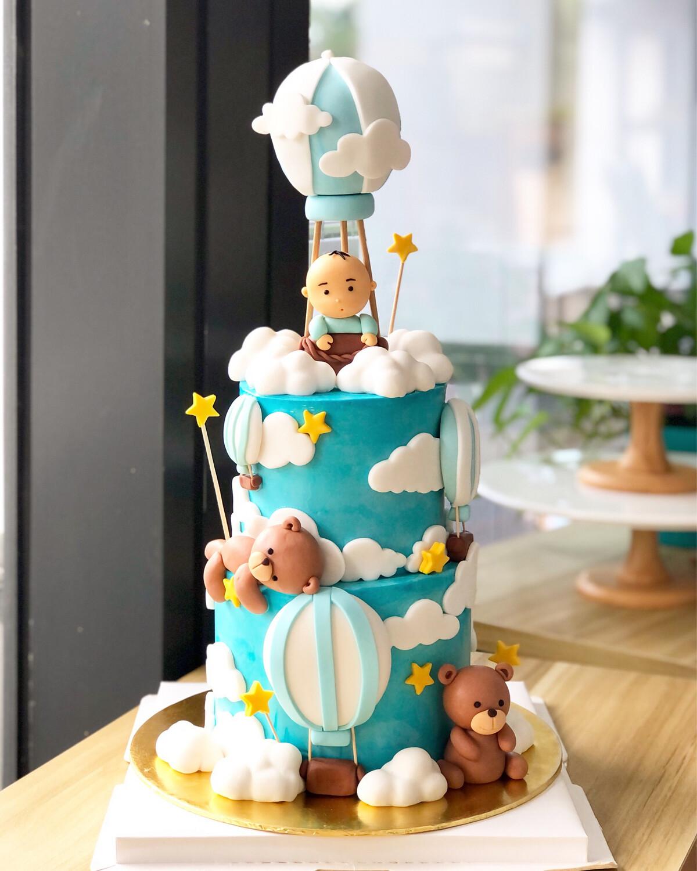 Baby Bear Full moon Cake
