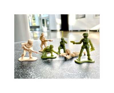 Tan and Green Women Soldiers (6 pc)