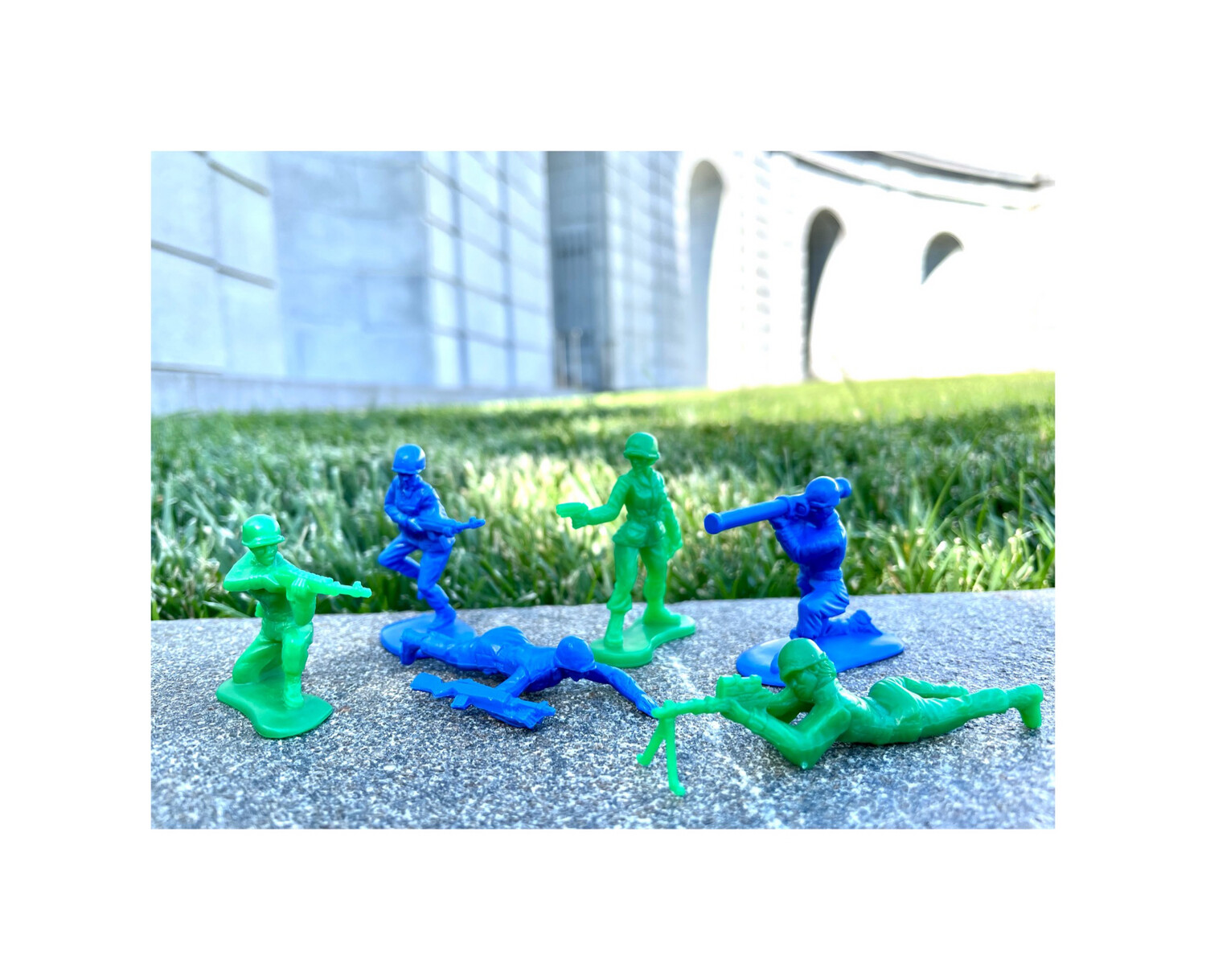 Blue and Green Women Toy Soldiers (6pc)