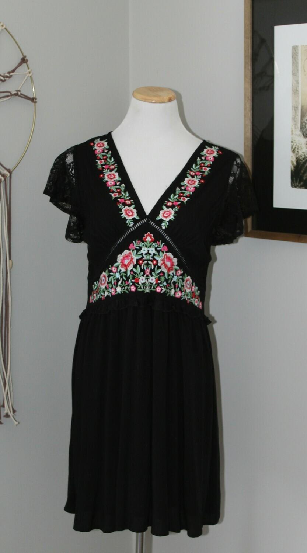 Umg Emb Bdoll Dress
