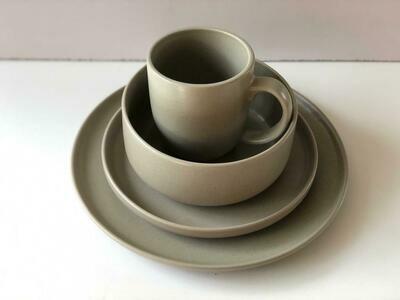 Ceramic dinner set 15 piece with 4bowls,4sideplates, 3mugs, 4dinner plates -K8