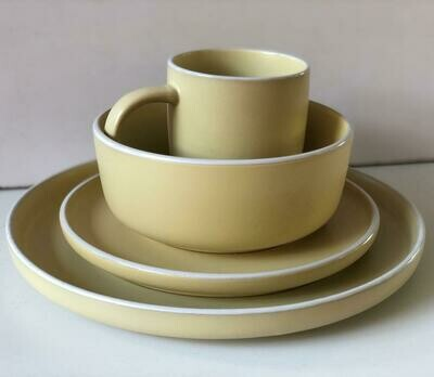 Ceramic dinner set 15 piece with 4bowls,3sideplates, 4mugs, 4dinner plates K39