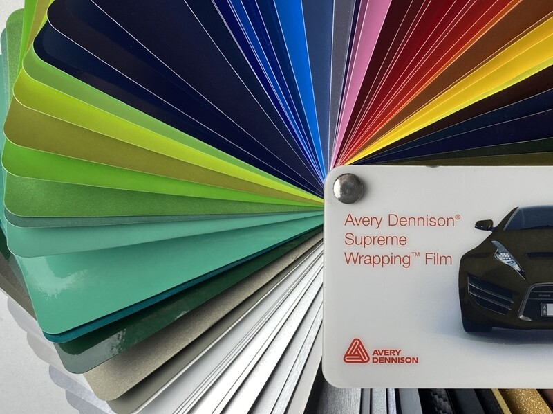 Оклейка сплит-системы ABS-пленкой от Avery Dennison