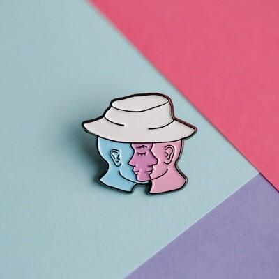 Ühe mütsi all