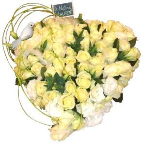 Coeur de roses blanches
