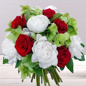 Pivoines et roses rouges