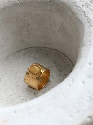 Позолоченное кольцо с янтарем.
